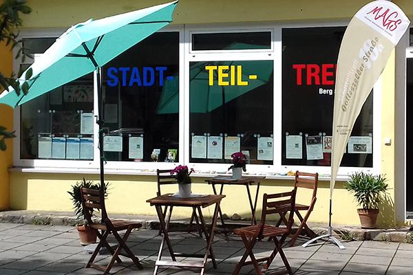 Das Stadtteiltreffcafé - vor dem Stadtteiltreff Gotteszeller Straße