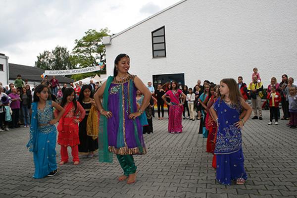 Nachbarschaftstreff Blumenau: Indischer Tanz beim Blumenauer Sommerfest