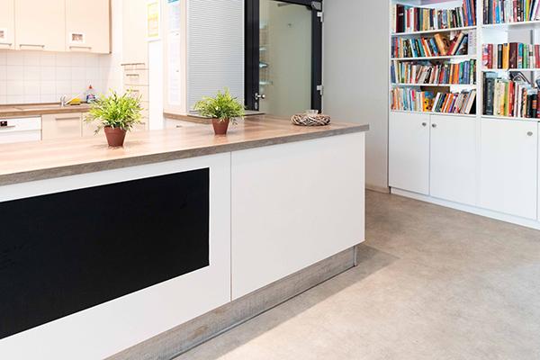 Nachbarschaftsbüro Nordhaide: Küchenzeile Gruppenraum