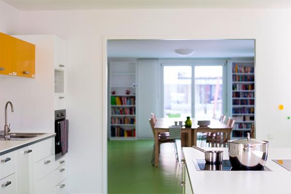 Nachbarschaftstreff Domagkpark: Küche und großer Gruppenraum