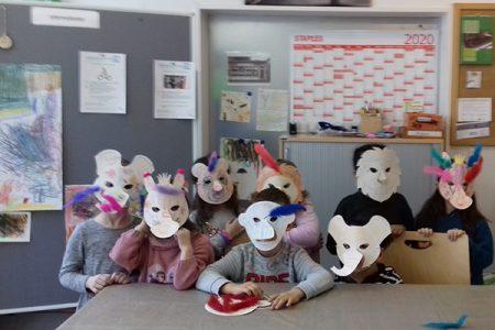Stadtteiltreff Gotteszeller Straße: Generationenprojekt Faschingsmasken basteln