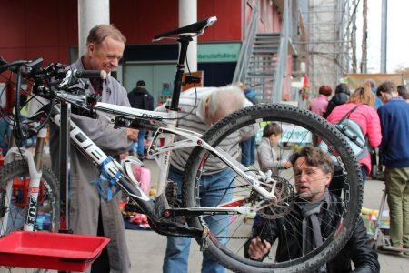 NachbarschaftsBörse am Ackermannbogen: Reparieren lernen statt neu kaufen